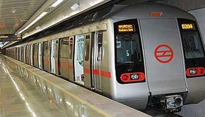 यात्रियों में 3 लाख की गिरावट के बाद दिल्ली मेट्रो स्मार्ट कार्ड की बिक्री भी घटी