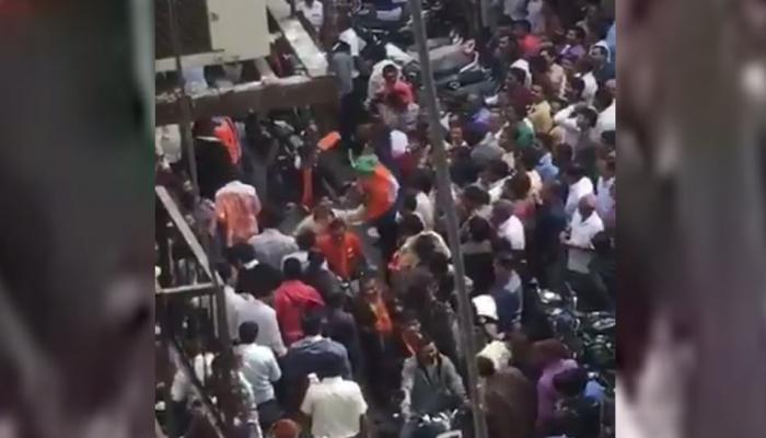 VIDEO: जिग्नेश मेवाणी का दावा, प्रचार के दौरान भीड़ ने उतार फेंकी BJP कार्यकर्ताओं की टोपी