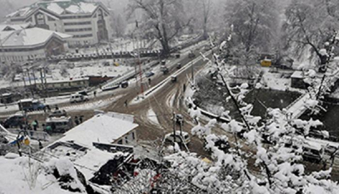 बर्फबारी, बारिश के कारण जम्मू-श्रीनगर राजमार्ग दूसरे दिन भी रहा बंद