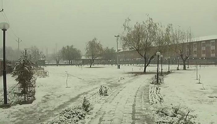 बर्फबारी के कारण तीसरे दिन भी बंद रहेगा श्रीनगर-जम्मू राष्ट्रीय राजमार्ग