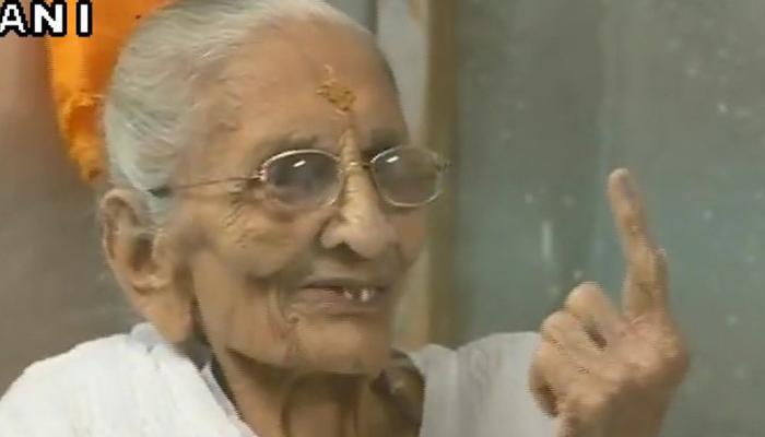गुजरात चुनाव: पीएम नरेंद्र मोदी की मां ने डाला वोट, कही यह बात...