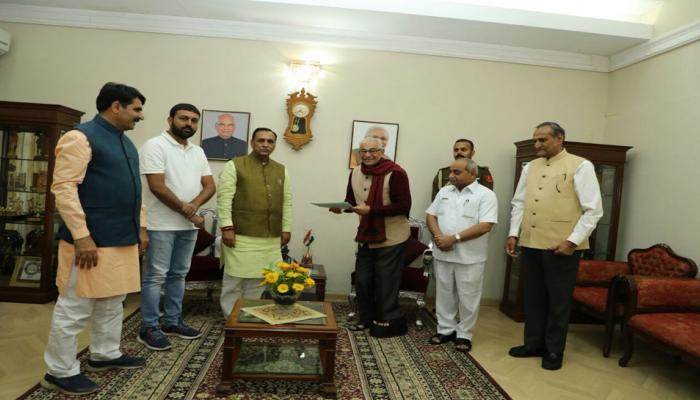 गुजरात : सीएम रुपाणी ने दिया इस्तीफा, सभी की नजरें विधायक दल की बैठक पर