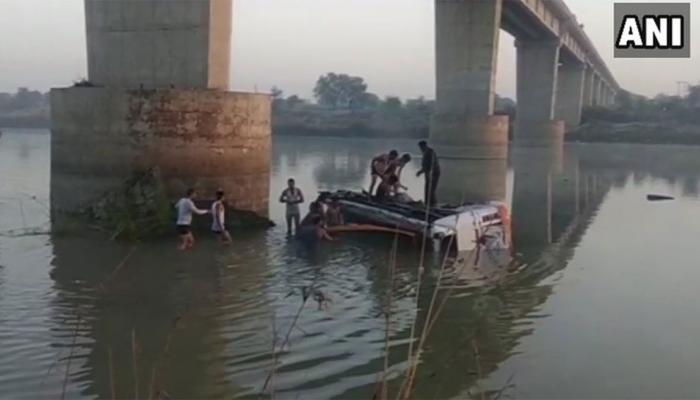 राजस्थान : सवाई मधोपुर में नदी में गिरी बस, 33 की मौत