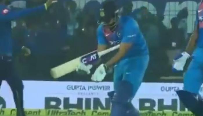 VIDEO : नंबर 3 पर कौन बल्लेबाजी करेगा, रोहित ने शास्त्री को इशारे में बताया