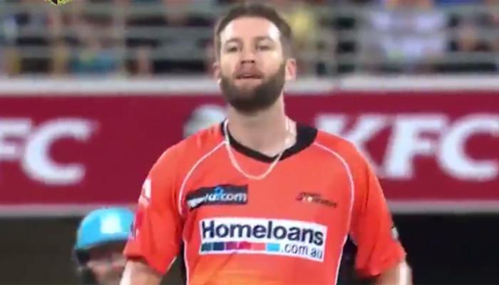 VIDEO : एक साल में 3 बार हैट्रिक लगाने का कारनामा किया इस कंगारू गेंदबाज ने