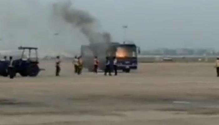 VIDEO: चेन्नई एयरपोर्ट पर टला बड़ा हादसा, इंडिगो की पैसेंजर बस में लगी आग