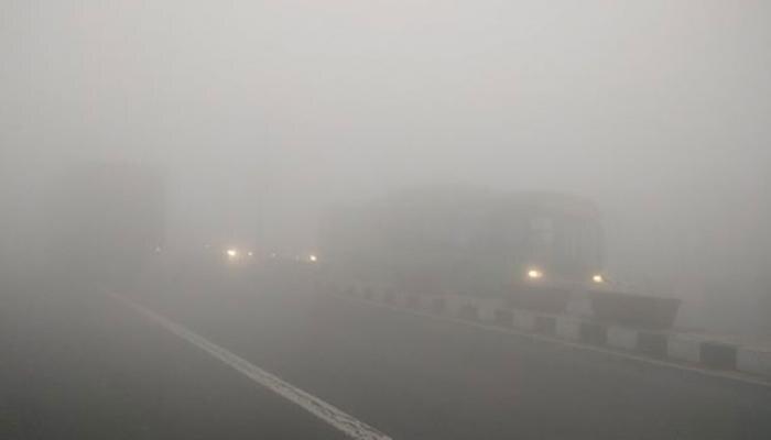 साल 2017 की आखिरी सुबह दिल्ली-एनसीआर ने ओढ़ी कोहरे की चादर, थमी रफ्तार