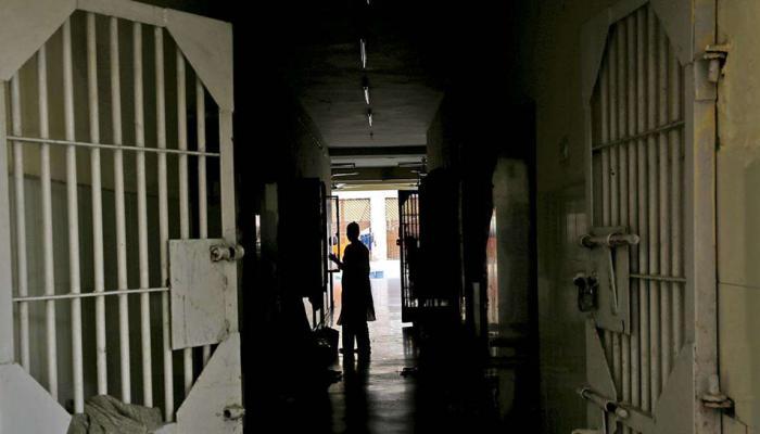 मथुरा जेल में मनाया जा रहा था नए साल का जश्न, फायदा उठाकर 3 कैदी हुए फरार