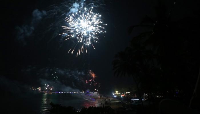 Goa में कुछ ऐसे मना नए साल का जश्न, पार्टी ग्राउंड में तब्दील हुए बीच