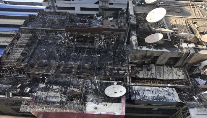 मुंबई : कमला मिल्स हादसे के बाद BMC की अवैध ढांचों के खिलाफ कार्रवाई जारी