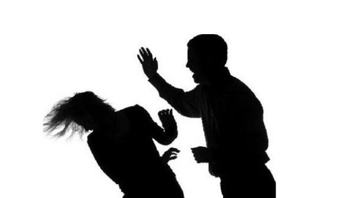 महाराष्ट्र: महिला का आरोप- पैसे नहीं देने पर पति और सौतेली बेटियां करते हैं परेशान