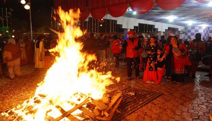 क्या आप जानते हैं लोहड़ी पर्व के दौरान क्यों दी जाती है आग में आहुति?