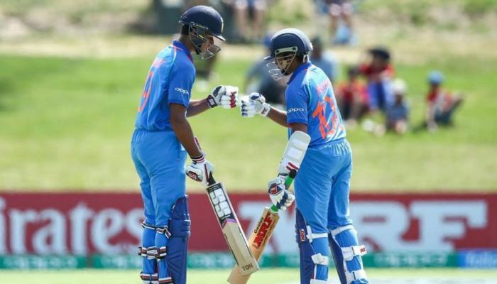VIDEO: ऑस्ट्रेलिया को मिला 329 रनों का टारगेट, 'पृथ्वी ब्रिगेड' का यूं हुआ सम्मान