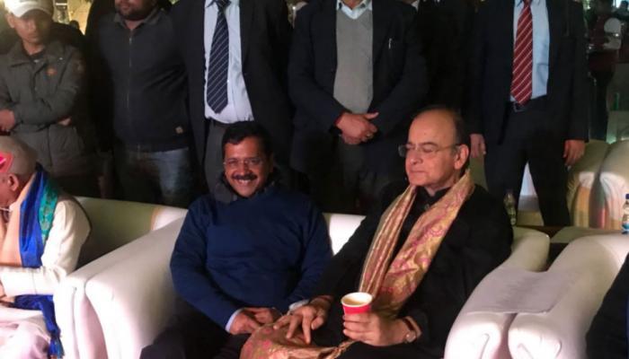 दिल्लीः 'तल्खी' भुलाकर केजरीवाल की डिनर पार्टी में पहुंचे जेटली, साथ में पी कॉफी