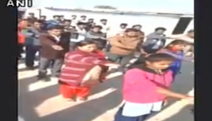 VIDEO : MP में टीचर ने इंस्टीट्यूट के छात्रों को दिलाई BJP को वोट नहीं देने की शपथ