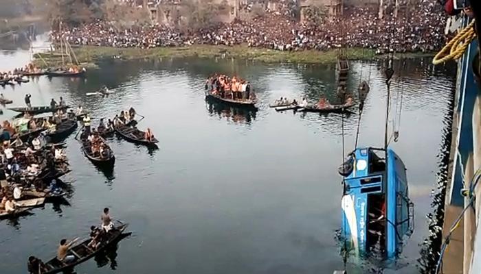 पश्चिम बंगाल: मुर्शिदाबाद बस हादसे में मरने वालों की संख्या बढ़कर 38 हुई