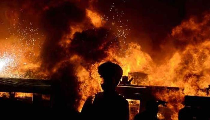 अमेरिका: घर में आग लगने से 4 की मौत, जान बचाने के लिए दूसरी मंजिल से कूदी महिला की हालत गंभीर