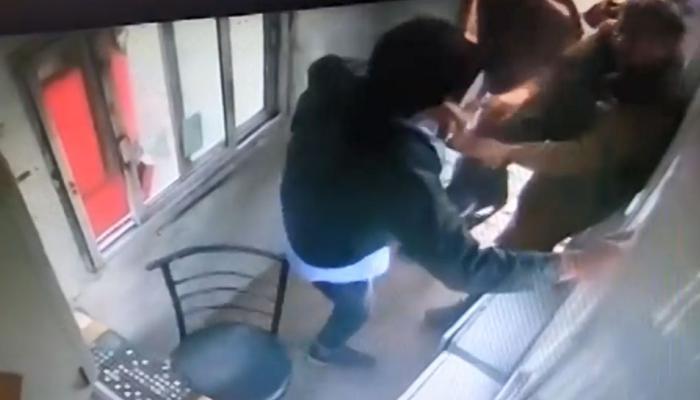 VIDEO: CCTV में कैद हुई टोल कर्मचारियों की गुंडागर्दी, मामूली विवाद पर बस ड्राइवर का सिर फोड़ा