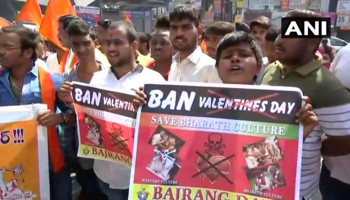 वैलेंटाइन डे के खिलाफ प्रदर्शन; हिरासत में VHP-बजरंग दल के सदस्य, चेन्नई में कराई कुत्ते-गधे की शादी