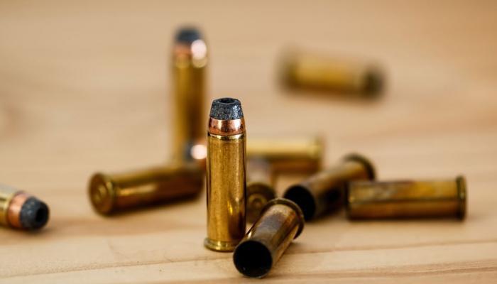 बिहार : जमीन के अंदर छिपाकर रखा गया था कारतूस का जखीरा, पुलिस ने ऐसे किया बरामद