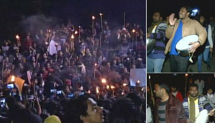 JNU प्रदर्शन: अधिकारियों को गलत तरीके से रोक कर रखने के आरोप में छात्रों पर मामला दर्ज