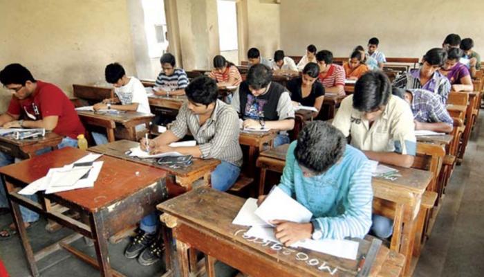 बिहार बोर्ड का फरमान: परीक्षा में जूते-मोजे नहीं चप्पल पहनकर आएं छात्र
