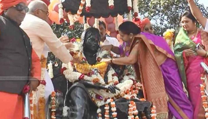 छत्रपति शिवाजी महाराज की जयंती पर उनकी मां जैसे कपड़े पहन पहुंची MP की ये मंत्री