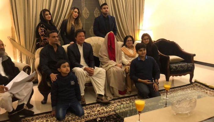 ...तो मुश्किल होगा तीसरी बीवी का दीदार, भावुक हैं पाकिस्तानी क्रिकेटर इमरान खान!