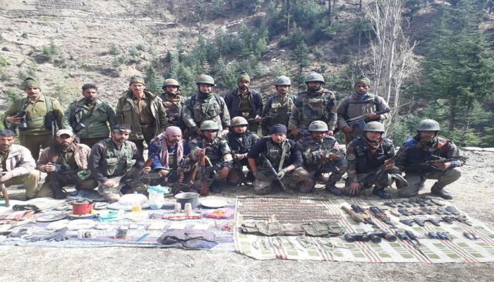 जम्मू कश्मीर के किश्तवाड़ में आतंकी ठिकाने का भंडाफोड़, भारी मात्रा में हथियार बरामद