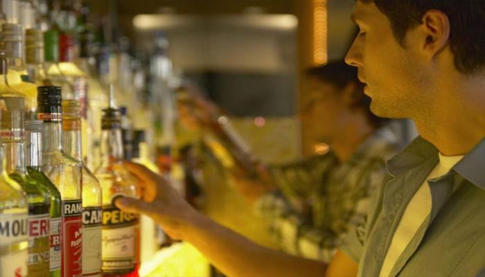 दिल्ली: 25 साल से कम उम्र वालों को नहीं मिलेगी शराब