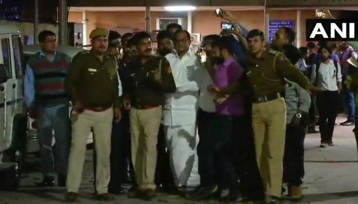 जब पी. चिदंबरम ने CBI अदालत में बेटे कार्ति से कहा, चिंता मत करो, मैं हूं ना!