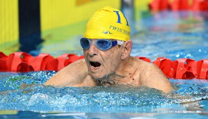 99 साल की उम्र में इस शख्स ने स्विमिंग की दुनिया में बनाया वर्ल्ड रिकॉर्ड