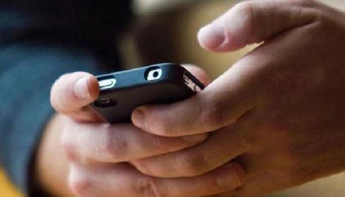 मोबाइल पर अश्लील फिल्म देखने की लत से परेशान पिता ने बेटे का हाथ ही काट डाला