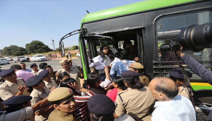 DCW का आरोप, पुलिस ने स्वाति मालीवाल के साथ हाथापाई की