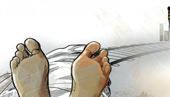 मथुरा : ईयरफोन पर गाने सुनना पड़ा महंगा, ट्रेन की चपेट में आने से युवक की मौत