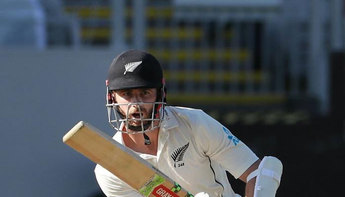 NZvsENG Day-Night Test : इंग्लैंड को 58 रनों पर समेटने के बाद न्यूजीलैंड की सधी बल्लेबाजी