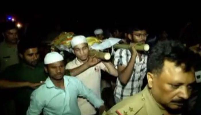 UP: शव के अंतिम संस्कार को लेकर भिड़े दो समुदाय, एक ने बताया चमन, दूसरे ने कहा- रिजवान है