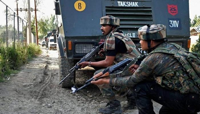 जम्मू कश्मीर: अनंतनाग में सेना ने ढेर किए 2 आतंकी, भारी संख्या में हथियार-गोला बारूद बरामद