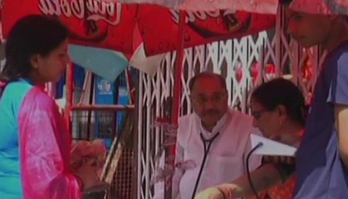 कानपुर: एक डॉक्टर फ्री में कर रहा ईलाज, प्रधानमंत्री नरेंद्र मोदी ने की तारीफ