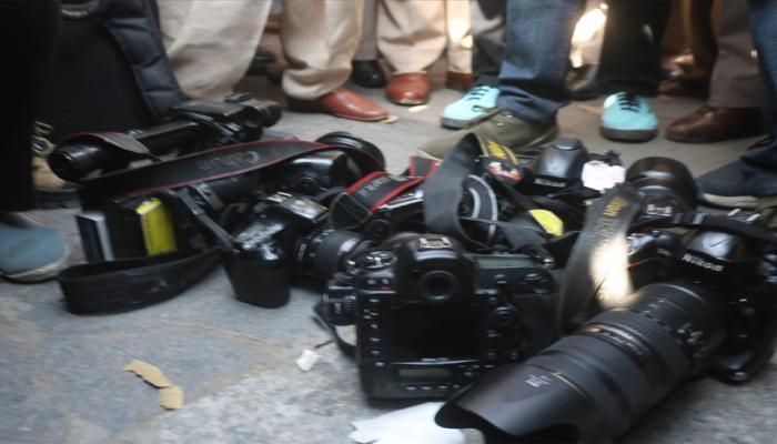 JNU प्रदर्शन मार्च में फोटो पत्रकार से बदलसूकी के आरोप में दो पुलिसकर्मी निलंबित