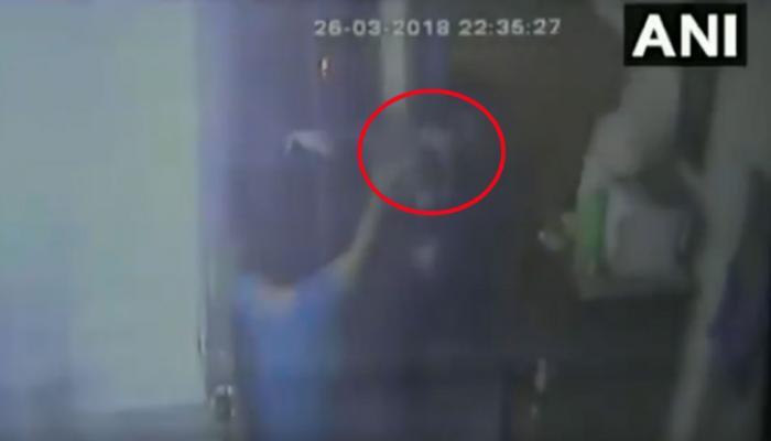 VIDEO: RTI कार्यकर्ता के घर में घुसकर हथियारबंद बदमाशों ने किया जानलेवा हमला