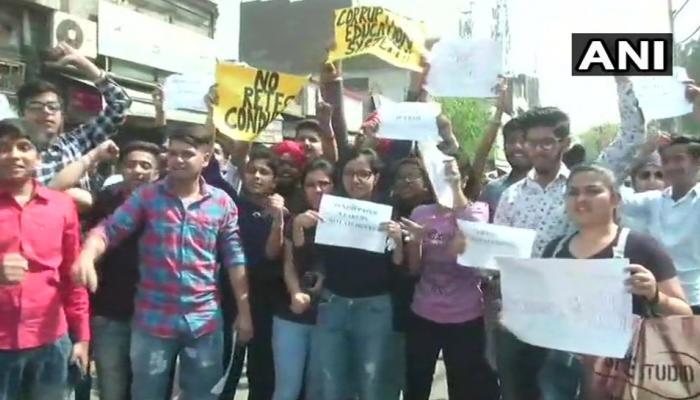 यूं चल रही है CBSE पेपर लीक मामले की जांच, दिल्ली पुलिस ने मांगी Google से मदद
