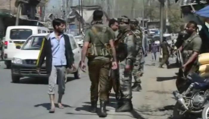 जम्मू कश्मीर के अनंतनाग में आतंकियों ने पुलिसकर्मी को मारी गोली, सेना ने इलाके को घेरा