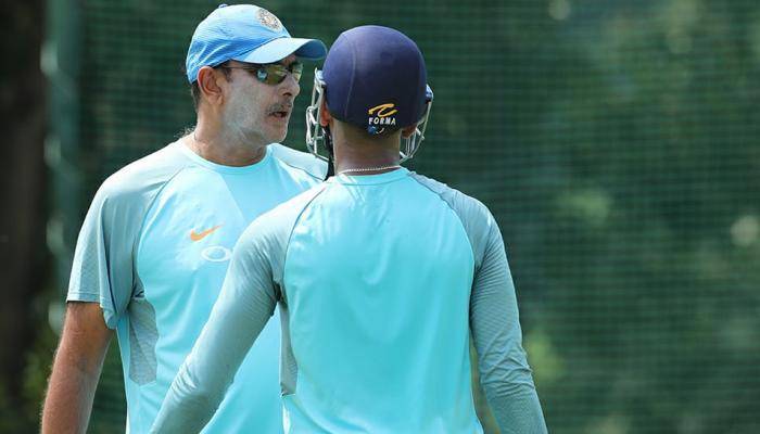 टी-20 में सबसे तेज शतक बनाने वाले इस भारतीय बल्लेबाज को कोच शास्त्री ने दिए टिप्स