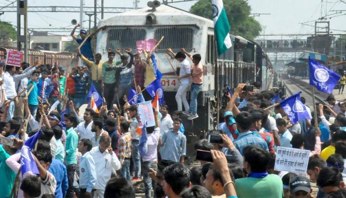 कानपुर: SC/ST एक्ट में बदलाव के साथ ही बीजेपी पार्षद ने उठाया हाथ