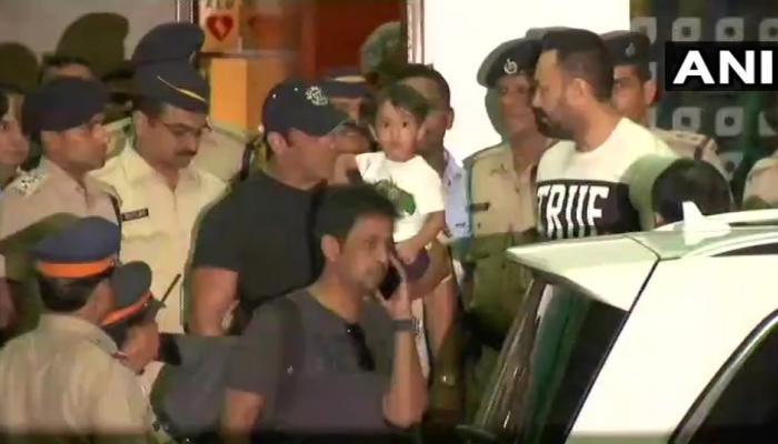 जेल से रिहाई के बाद घर पहुंचे सलमान खान, फैन्स का किया अभिवादन