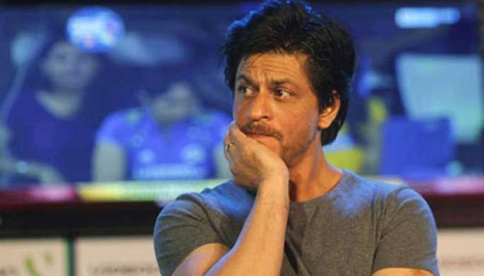 शाहरुख खान की फिल्म के डायरेक्टर की मां का निधन, श्रद्धांजलि देने पहुंचे सितारे