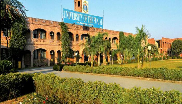Former Prime Minister Manmohan Singh donates 3,500 books to Punjab University