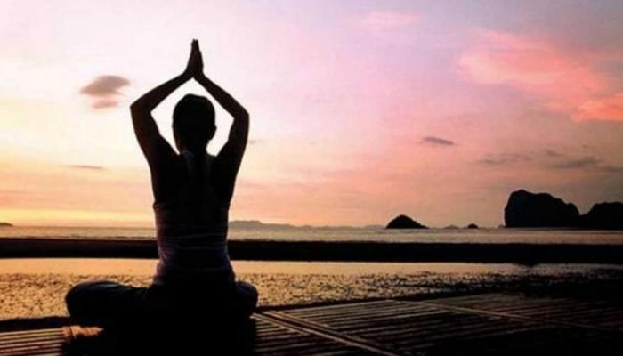 योग के दौरान इन बातों का रखें ध्यान, हो सकते हैं चोटिल