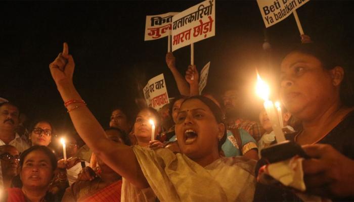 राहुल गांधी का इंडिया गेट पर कैंडल मार्च, बोले-ये राजनीतिक मामला नहीं है